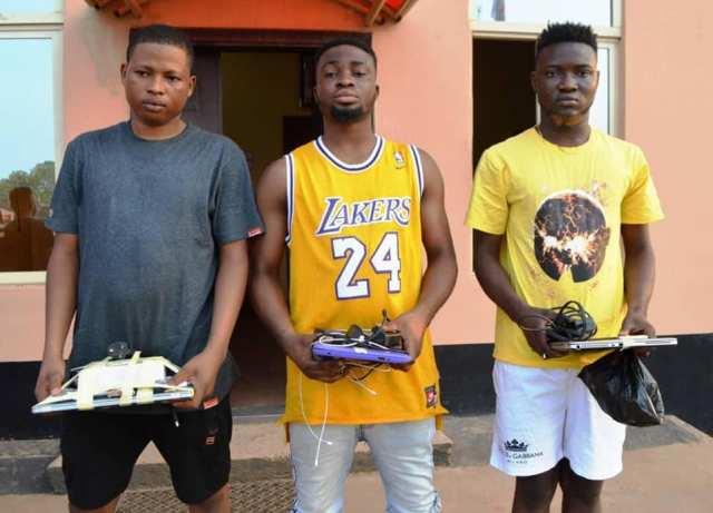 EFCC busts 19 yahoo boys