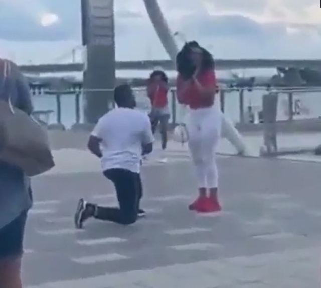 Boyfriend fakes proposal to his girlfriend, invites her friend just to disgrace her (video)