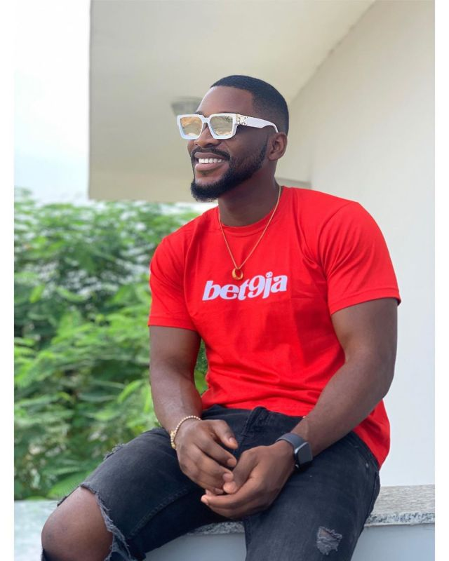 #BBNaija2019: Tobi Bakre hangs out with evicted housemates Nelson, Thelma & Tuoyo (photograph)