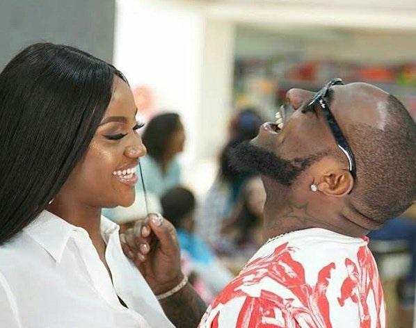 Kemi Olunloyo congratulates