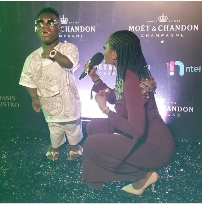 Presenter Squats to interview Ghanaian Billionaire, Shatta Bandle (Photo) 2