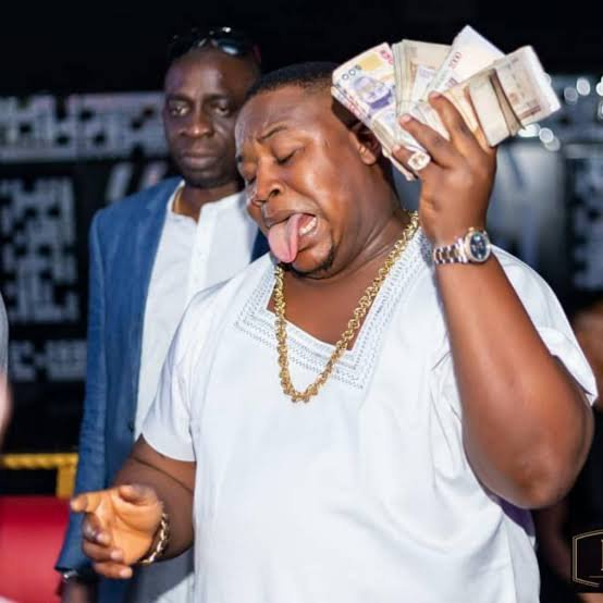 Lady calls out cubana chiefpriest for allegedly punchingher face at a recent event in Owerri