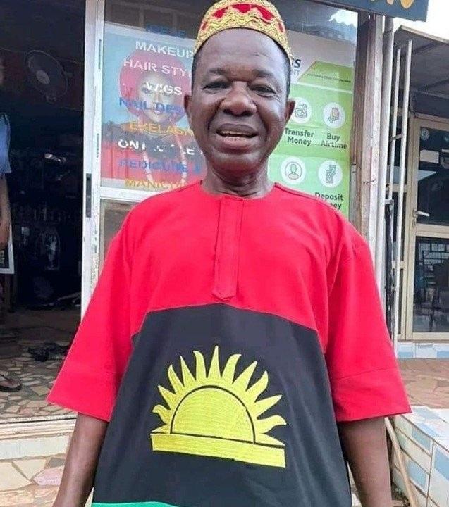 Veteran Nollywood actor, Chinwetalu Agu beating by soldiers for wearing Biafran flag outfit (Video)
