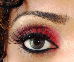 Natural home Remedies To Get Beautifully Long Eyelashes