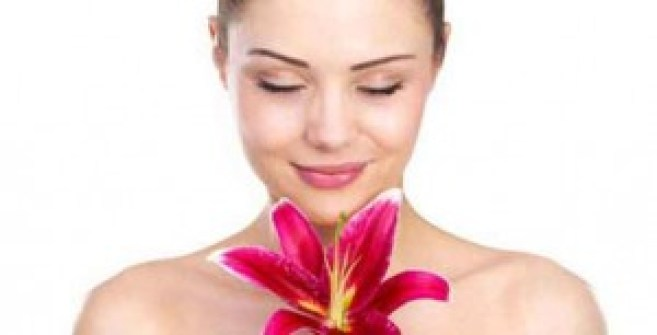 Combination Of Besan & Rose Water For Your Skin