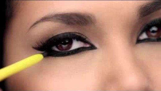 how to apply kajal on lower lid