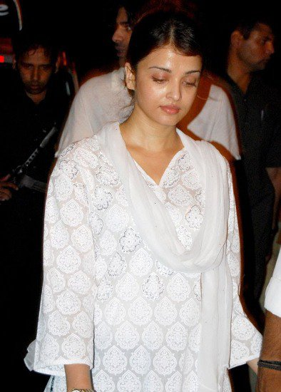 Aishwarya Rai Without Makeup in White Dress