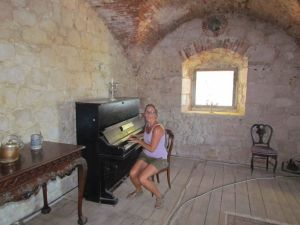 Tinkling the ivory's in Fort George