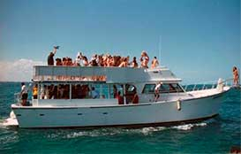 yacht rentals in cancun, 55′ Mega Boat Rental Cancun, large yacht, megayacht, groups, charter, private, cancun, isla mujeres