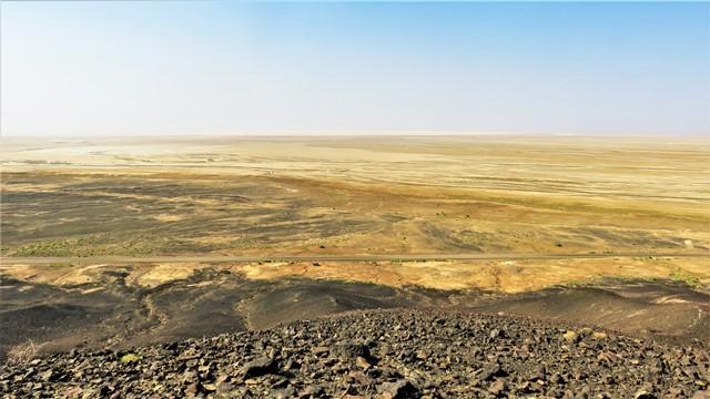 Iran désert varzaneh black volcano