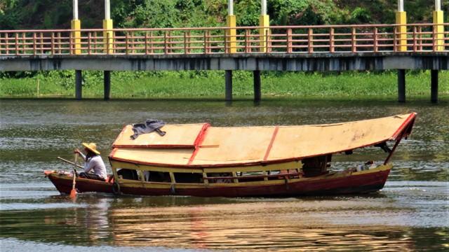 Bornéo Kuching transport rivière