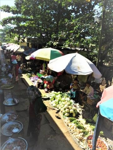 Myanmar Yangon train circulaire marché