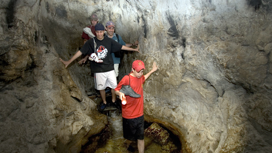 wading through Hezekiah's Tunnel - cityofdavid.org.il