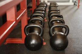 bases-musculation-poids-barres-halteres