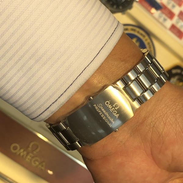 腕時計 オメガ スピードマスター プロフェッショナルのベルト側