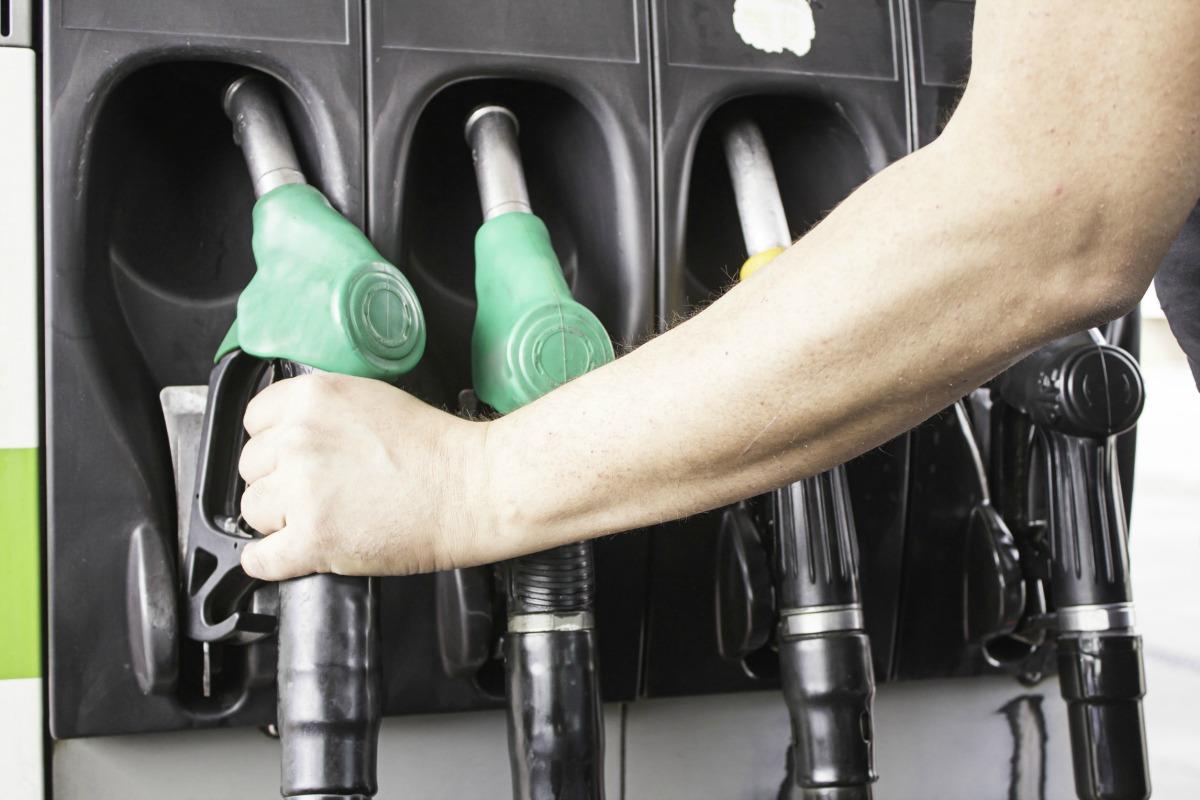 Poner gasolina en un diésel