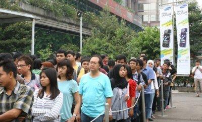 Antrian pembeli Galaxy Y di eX Jakarta
