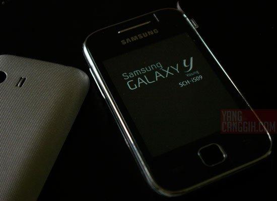 Samsung Galaxy Y desain both