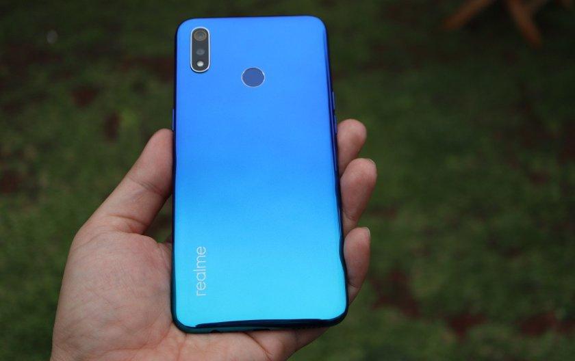Realme 3 blue tampak belakang