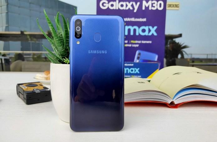 Review Samsung Galaxy M30: Fitur Lebih Menggiurkan, Baterai Tetap Ekstra Besar 1