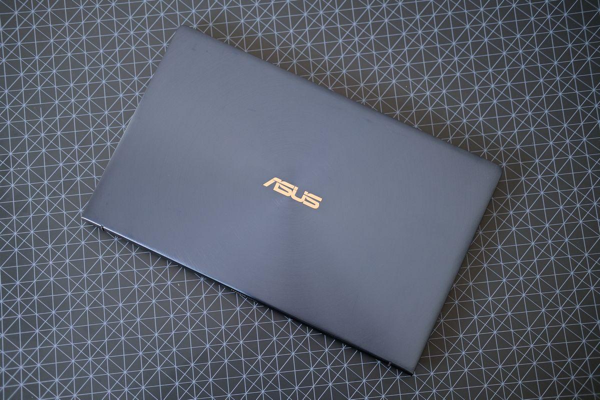 Review ASUS ZenBook 13 (UX334): Laptop Tangguh yang Tipis dan Ringan dengan Dua Layar 12