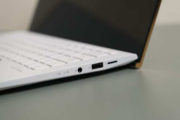 ASUS ZenBook 13 30th Anniversary-4