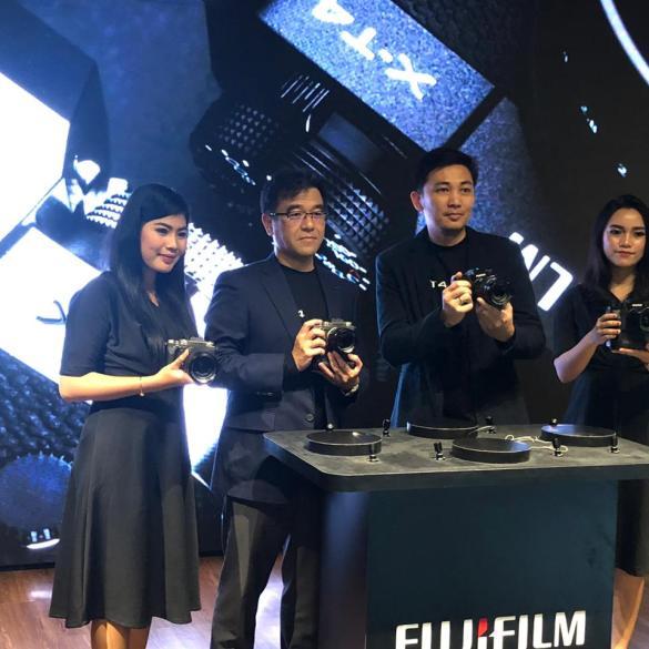 Nikon Z50 Creator Kit: Paket Murah Nikon Z50 Lengkap dengan Mic Rode dan Joby GorillaPod 25 Kamera Mirrorless