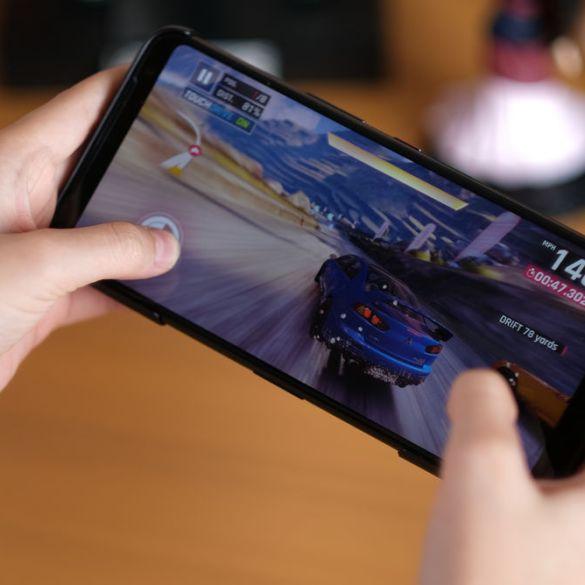 ASUS ROG Phone 3 playing