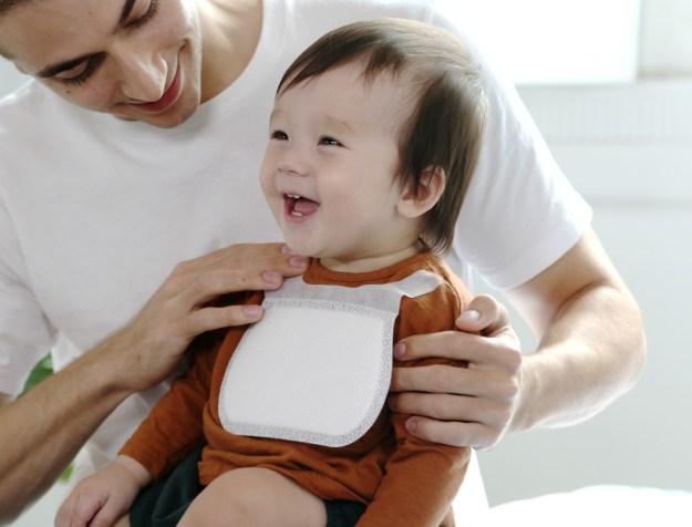 ideebebe_disposable_bibs_02 Ideebebe's Super-absorbent Bibs Make Parenting a Little Less Hassling Design Random