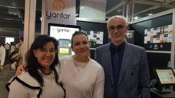 Judith-de-la-Spezia-visitando-el-stand-de-Yantarplus