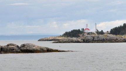 Vue sur le phare de l'ile au Pot a leau de vie