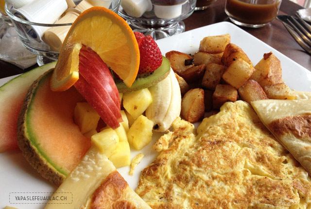 Petit-déjeuner au Québec, avec des fruits frais