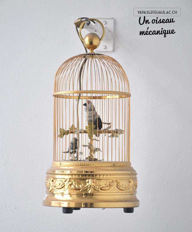 Oiseau mécanique chanteur au centre international de la mécanique d'art de Sainte Croix en Suisse