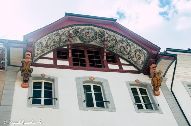 Les avants-toits peints de la Rathausgasse et la Kronengasse dans la ville suisse d'Aarau - Tourisme en Suisse