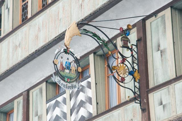 Voyage en Suisse sur le blog: les enseignes d'Appenzell en Suisse orientale