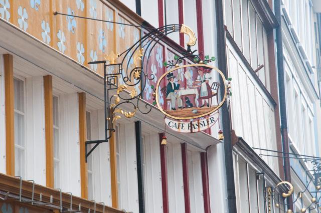 Les enseignes - visite de villes suisses sur le blog