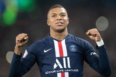 PSG's Kylian Mbappe Suffers Ankle Injury After Horrific Tackle | Yardbarker