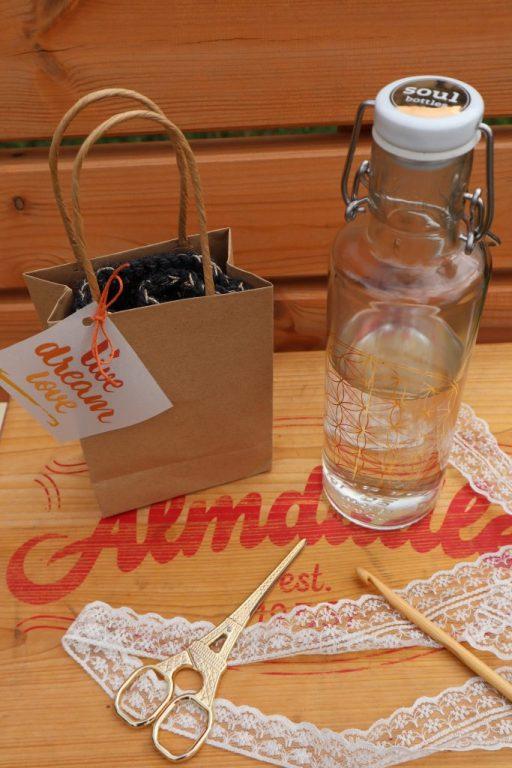 gehäkelter Flaschenüberzug für Glasflasche, kostenfreie Anleitung