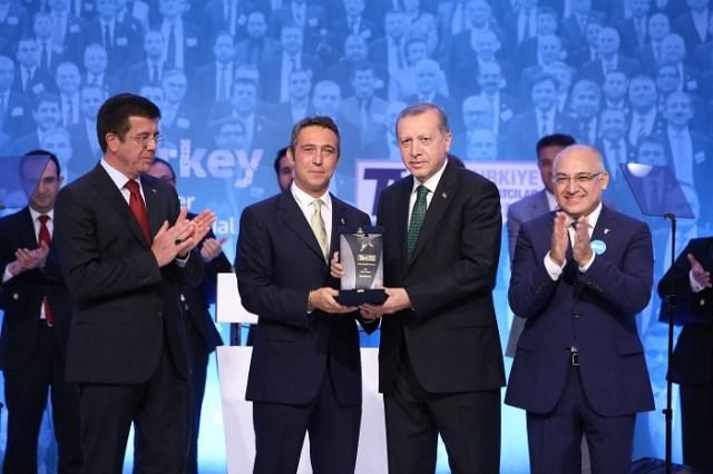 Türkiye İhracatçılar Meclisi'nin (TİM) düzenlediği İhracat Şampiyonları Ödül Töreni'ne bu yıl da Koç Topluluğu Şirketleri damgasını vurdu. Son 5 yıldır olduğu gibi 2015 yılında da en fazla ihracat yapan ilk 10 şirketin 4'ü Koç Topluluğu Şirketleri'nden oluştu. 1'inci Ford Otosan, 2'nci Tüpraş, 6'ncı Tofaş, 7'nci Arçelik olurken, ödülleri Koç Holding Yönetim Kurulu Başkanı Ömer M. Koç ve Koç Holding Yönetim Kurulu Başkan Vekili Ali Y. Koç, Cumhurbaşkanı Recep Tayyip Erdoğan'ın elinden aldı.