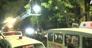 मोबाइल टावर पर चढ़ा युवक! समोसे-जलेबी मिलने के बाद उतरा नीचे, Video Viral – MP