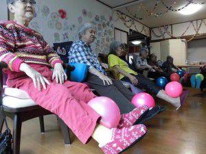 20150714ボールを使った体操やゲームの写真を掲載致します☆2
