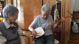 20151025職員のお母様が三味線を弾いてくださいました!3