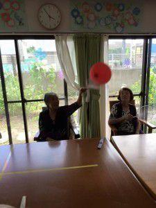 20150717室内にて輪リレーや団扇で風船バトミントン8