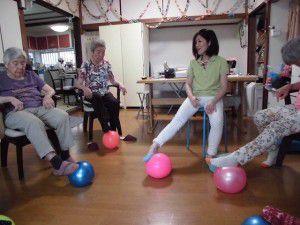 20150714ボールを使った体操やゲームの写真を掲載致します☆