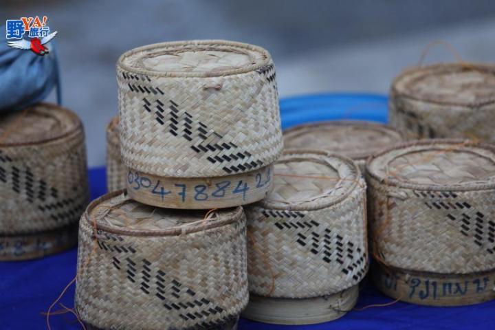 龍坡邦世界文化遺產-僧人清晨化緣 @YA 野旅行-陪伴您遨遊四海