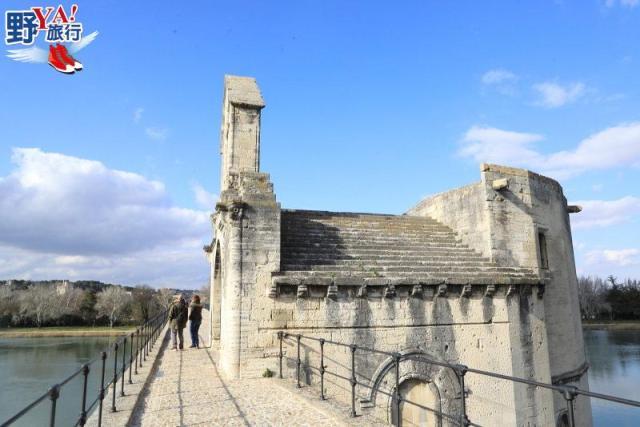 法國|普羅旺斯 漫步亞維儂斷橋、教皇宮 感受南法冬日悠閒氛圍 @YA 野旅行-陪伴您遨遊四海