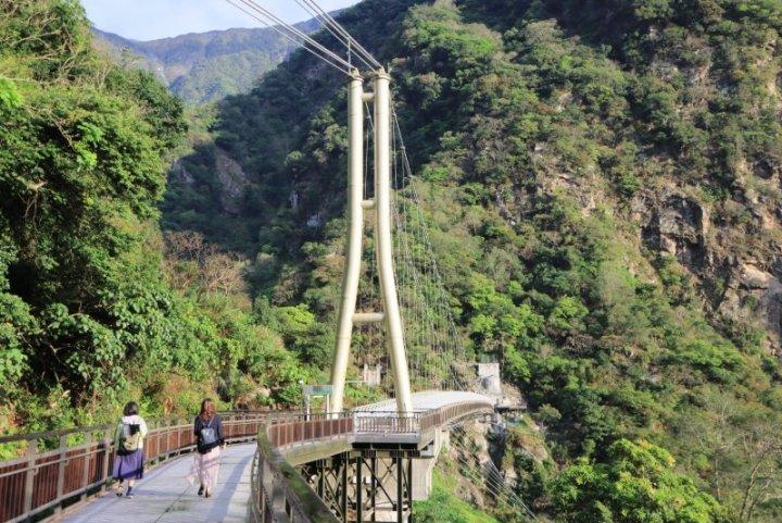 絕美! 太魯閣「山月吊橋」啟用 內政部:歡迎預約走訪 @YA !野旅行-玩樂全世界