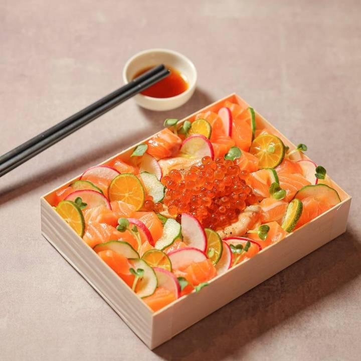 晶華推出商務盒餐之最 會議餐點帶著走    北海道干貝、大西洋鮭魚散壽司上架  10/1前於「晶華美食到你家」預訂,每款折200元,買10再送1 @YA !野旅行-吃喝玩樂全都錄