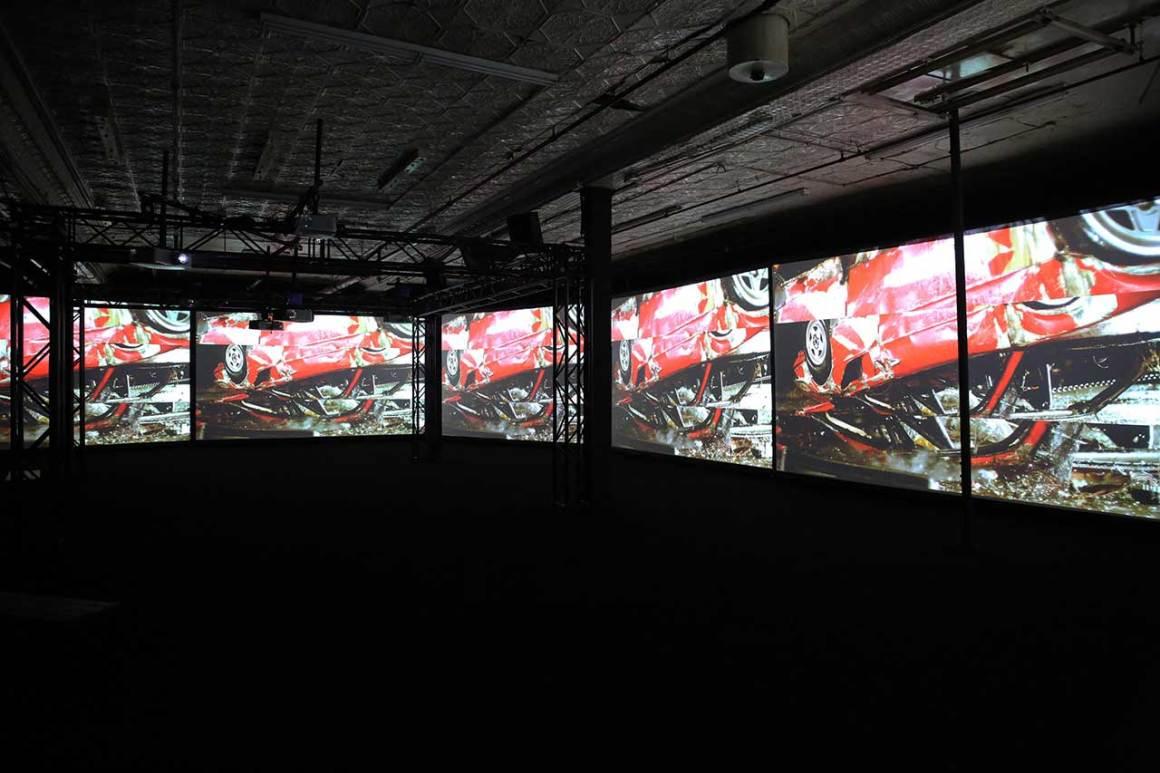 Eric Hu et Simon Birch, The Inevitable, 2015. Édition assistée par Touches. Vidéo à six canaux. Photo de Gloria Yu.