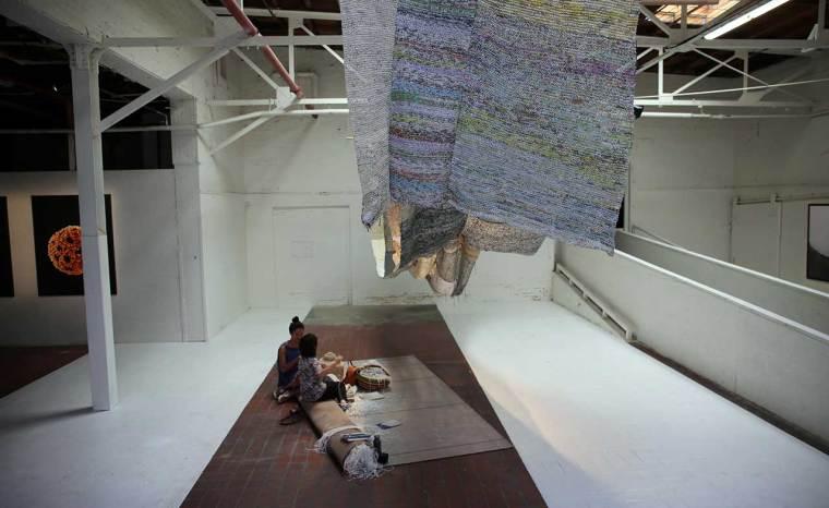 Movana Chen, Knitting Conversations, 2011-en cours. Papier. Photo de Gloria Yu.